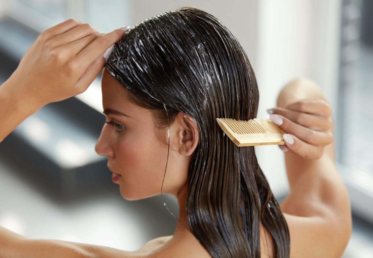 mycie włosów falowanych