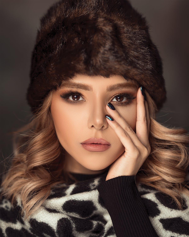 kobieta-w-czapce